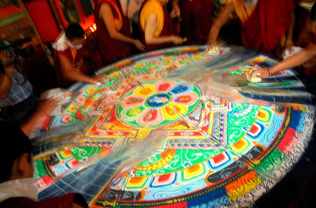 Noi al centro. Il nostro volto, la nostra anima nei colori di un Mandala.   Dietro le Quarte, il Blog di Franco Angeli